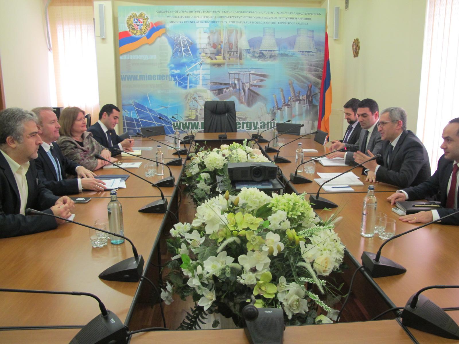 Министр энергетики Армении обсудил вопросы сотрудничества с британским комиссаром